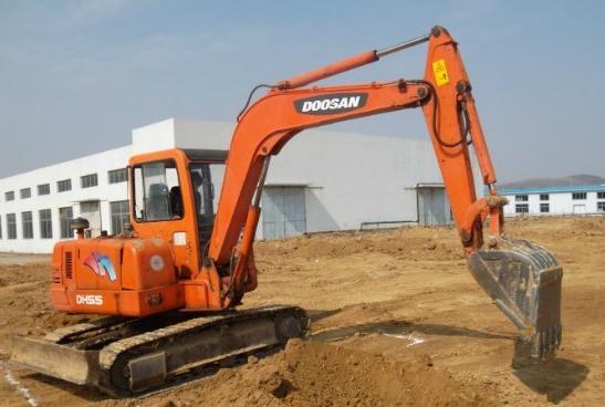 挖掘机油垢清洗操作步骤
